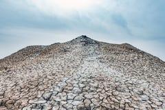 Um vulcão pequeno da lama foto de stock royalty free