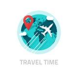 Um Weltvektor, Reise und Reiselogo mit dem Flugzeug reisen Stockfotografie