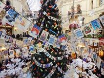 Uma árvore de Natal no armazém do estado em Moscou Fotos de Stock Royalty Free
