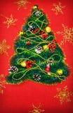 Uma árvore de Natal pequena do ouropel, das porcas, das fitas e dos ornamento Presente para uma árvore de Natal, um relógio do vi fotos de stock