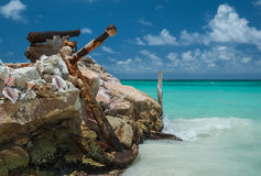 Uma âncora enorme na costa de mar Foto de Stock Royalty Free
