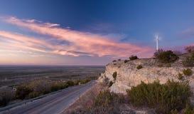 Uma única turbina de vento em Texas ocidental Fotos de Stock
