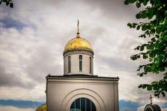 Uma abóbada do ouro da igreja ortodoxa imagem de stock