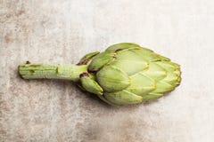 Uma alcachofra verde Imagens de Stock Royalty Free