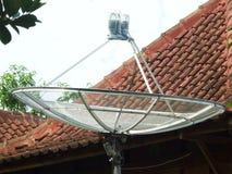 Uma antena parabólica Foto de Stock Royalty Free
