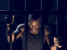 Uma apreensão do homem na cadeia imagem de stock royalty free