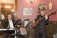 Uma apresentação estimulando do desempenho dos músicos do cocktail do grupo do PNF Imagens de Stock