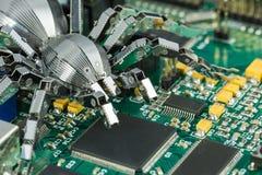 Uma aranha do metal em um PWB Fotografia de Stock