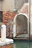 Uma arcada arruinada, Veneza Imagens de Stock