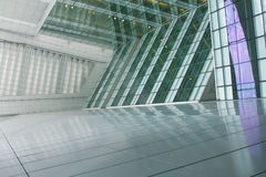 Uma arquitetura futurista do escritório Fotos de Stock
