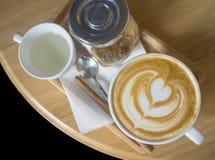 Uma arte quente do café do Latte imagens de stock royalty free