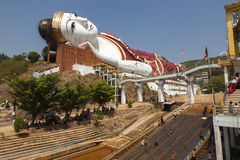 Buddha gigante e recreação Imagens de Stock