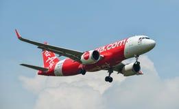 Uma aterrissagem de avião do passageiro no aeroporto Imagens de Stock