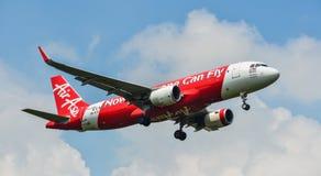 Uma aterrissagem de avião do passageiro no aeroporto Imagem de Stock