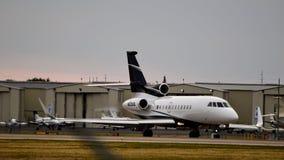 Uma aterrissagem privada do falcão 900EX fotos de stock royalty free