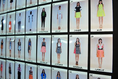 Uma atmosfera geral de bastidores durante a mostra de Byblos como uma parte de Milan Fashion Week Foto de Stock