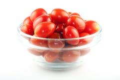 Uma bacia completamente de tomates de cereja Fotografia de Stock Royalty Free