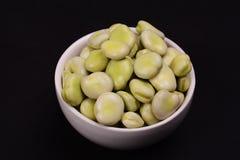 Uma bacia de favas verdes frescas Foto de Stock Royalty Free