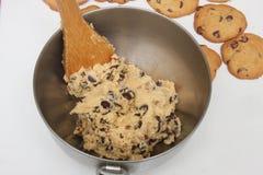 Uma bacia de massa da cookie Imagem de Stock Royalty Free