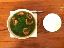 Uma bacia de sopa vegetal doce tailandesa fotos de stock