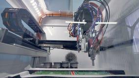 Uma baixa vista em uma máquina de revestimento da placa de circuito vídeos de arquivo