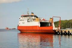 Uma balsa de passageiro da inter-ilha nas ilhas de barlavento Imagens de Stock Royalty Free
