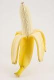 Uma banana isolada no branco Imagens de Stock Royalty Free
