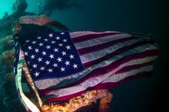 Uma bandeira sob o mar Fotos de Stock