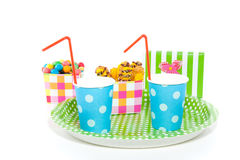 Uma bandeja com copos e doces Imagens de Stock Royalty Free