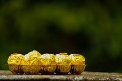 Uma bandeja pequena de chocolates foto de stock