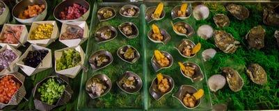 Uma barra de salada com uma variedade de vegetais Foto de Stock Royalty Free