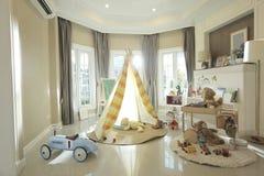 Uma barraca na sala de crianças fotos de stock royalty free
