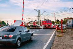 Uma barreira protetora em um cruzamento railway Fotografia de Stock Royalty Free