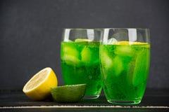 Uma bebida do estragão em um vidro Fotos de Stock Royalty Free