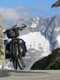 Uma bicicleta com sadlebags fotografia de stock royalty free