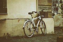 Uma bicicleta estacionada foto de stock
