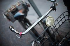 Uma bicicleta preta velha do vintage Fotos de Stock Royalty Free