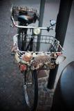 Uma bicicleta preta velha do vintage Fotografia de Stock Royalty Free