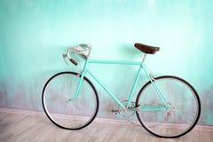 Uma bicicleta verde com grande foto de stock royalty free