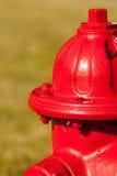 Uma boca de incêndio de incêndio vermelho Imagem de Stock Royalty Free