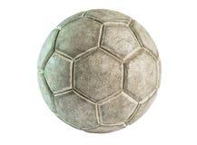 Uma bola de couro velha isolada Foto de Stock