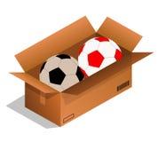 Uma bola de futebol em uma caixa de papel em um fundo branco imagens de stock royalty free