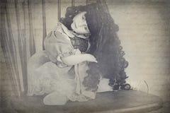 Uma boneca assustador da porcelana fotografia de stock