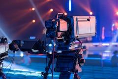 Uma câmara de televisão na gravação de um concerto imagens de stock