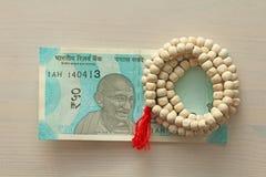 Uma cédula nova da Índia com uma denominação de 50 rupias indian Imagens de Stock