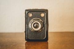 Uma c?mera de caixa velha do 40s atrasado fotografia de stock royalty free