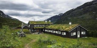 Uma cabana do turista nas montanhas Imagens de Stock Royalty Free