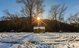 Uma cabana no inverno Fotografia de Stock