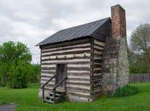 Uma cabana rústica de madeira reconstruída imagens de stock royalty free