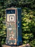 Uma cabine de registro na angra de Cades nas montanhas fumarentos Imagens de Stock Royalty Free